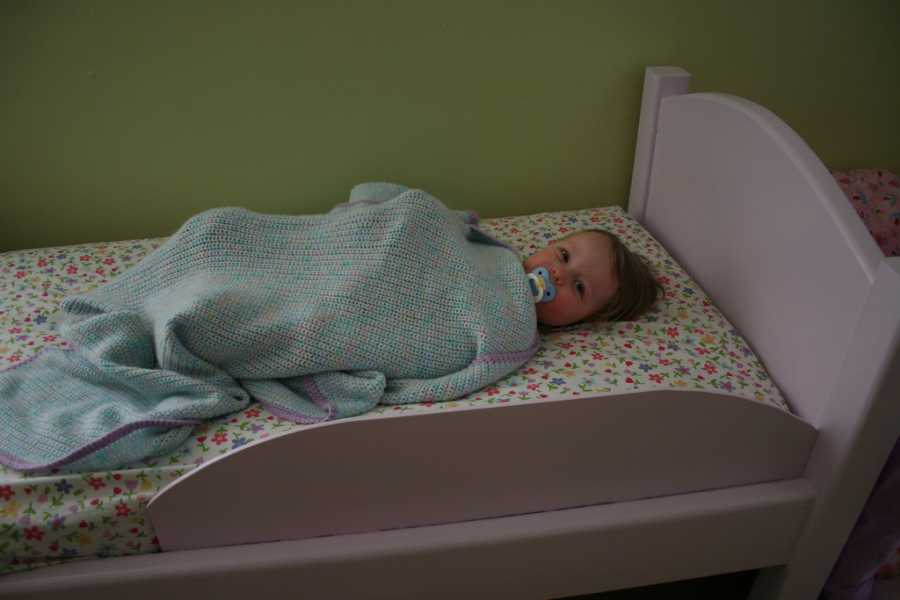 El cambio del bebé de la cuna a la cama infantil