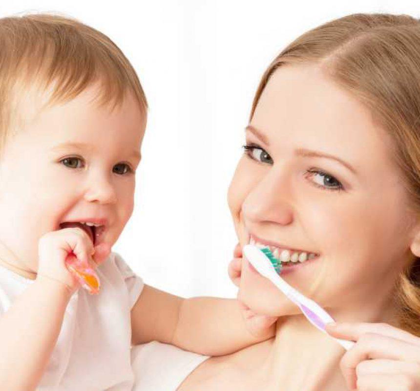 Cómo cepillar los dientes del bebé